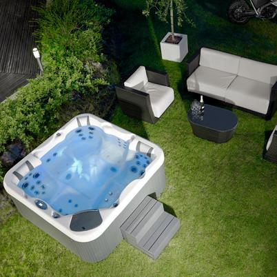 Vasche idromassaggio per interno ed esterno installazione for Vasca per giardino